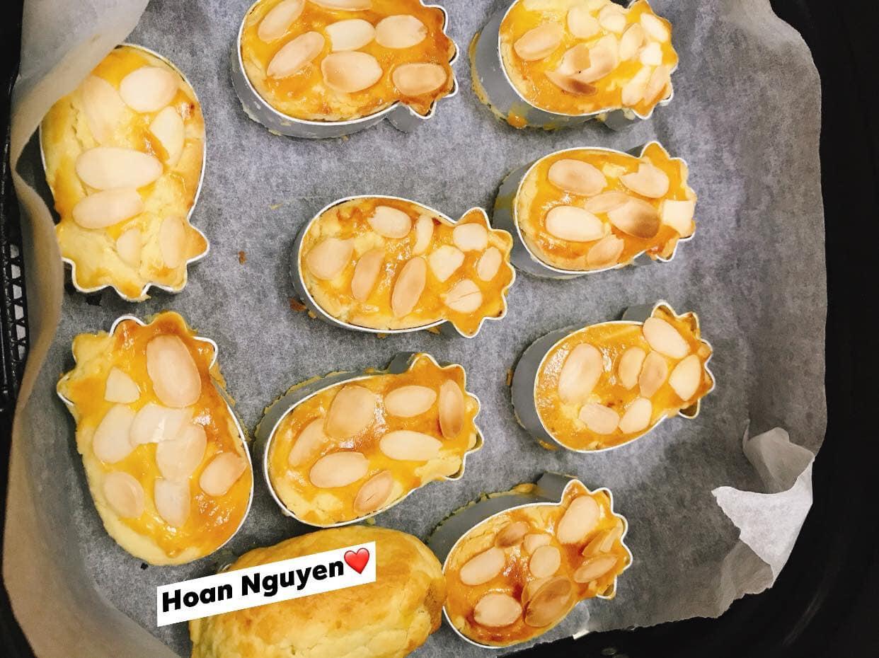 Bánh dứa được tạo hình bằng khuôn. Hình: Hoan Nguyen
