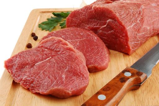 Bổ sung đa dạng các loại thịt nạc như thịt bò, thịt lợn, thịt gà trong bữa ăn hằng ngày để tăng sức đề kháng cho trẻ