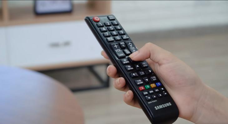 Cách phát hiện camera quay lén bằng remote - Nguồn ảnh: Internet