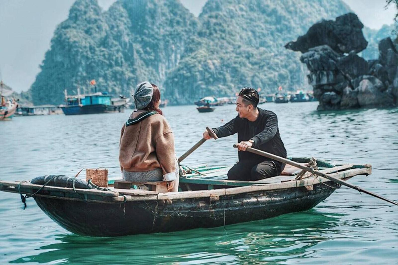 Khung cảnh lãng mạn của Hạ Long. Hình: Sưu tầm