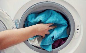 Các mẹo giặt quần áo bằng máy giặt sạch thơm 100%