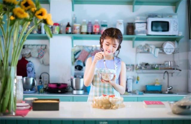 Xắn tay vào bếp để học nấu những món ăn mới. Hình: Sưu tầm