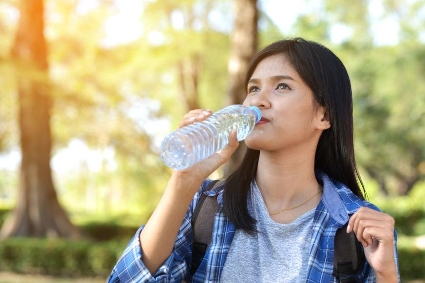 Bổ sung đầy đủ nước cũng là một cách để không cảm thấy đói. Hình: Sưu tầm