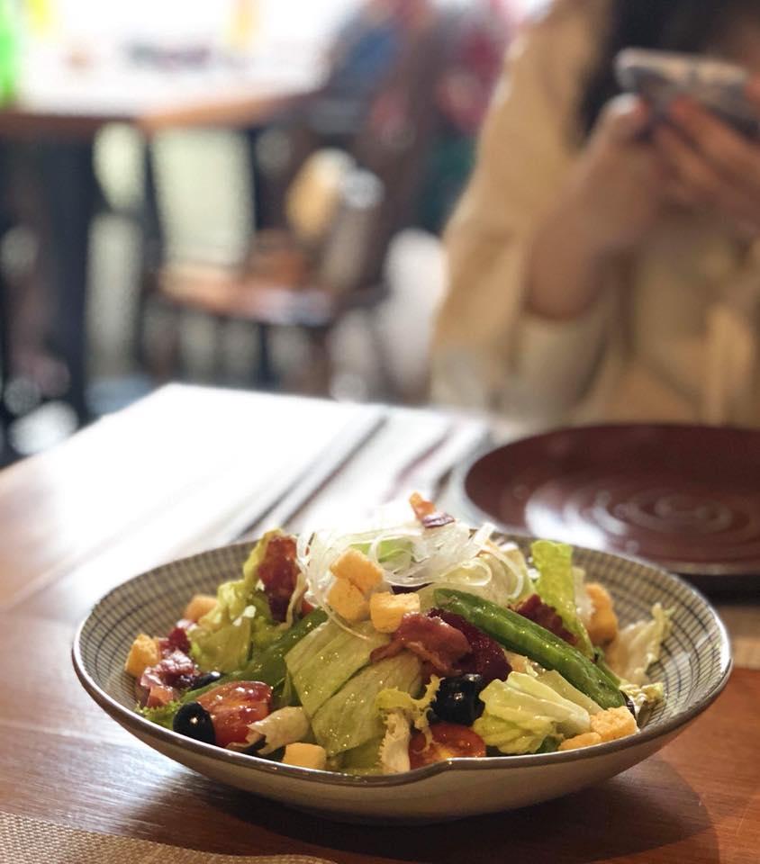 Những món khai vị phù hợp sẽ giúp bạn khống chế phần ăn của mình. Hình: Sưu tầm