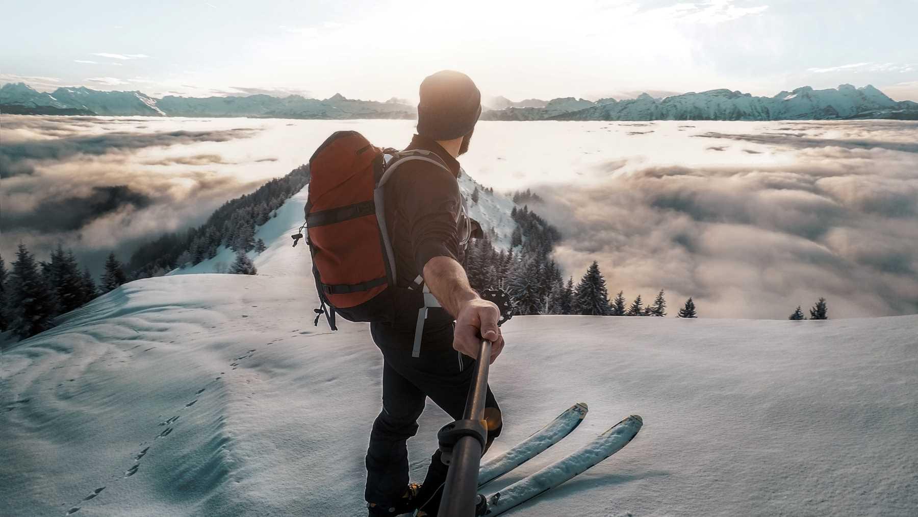 Bạn cần một sự đam mê cuồng nhiệt với du lịch, viết lách, chụp ảnh, quay phim để trở thành travel blogger/ travel vlogger. Hình: Sưu tầm