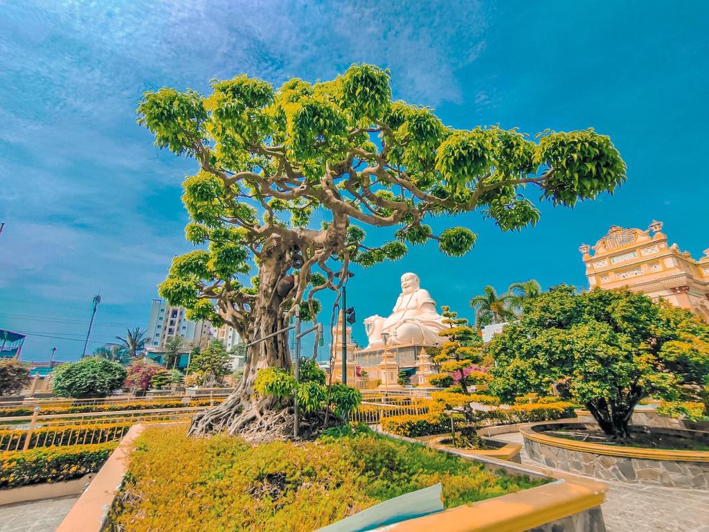 Chùa Vĩnh Tràng với tượng Phật rất lớn. Hình: Sưu tầm