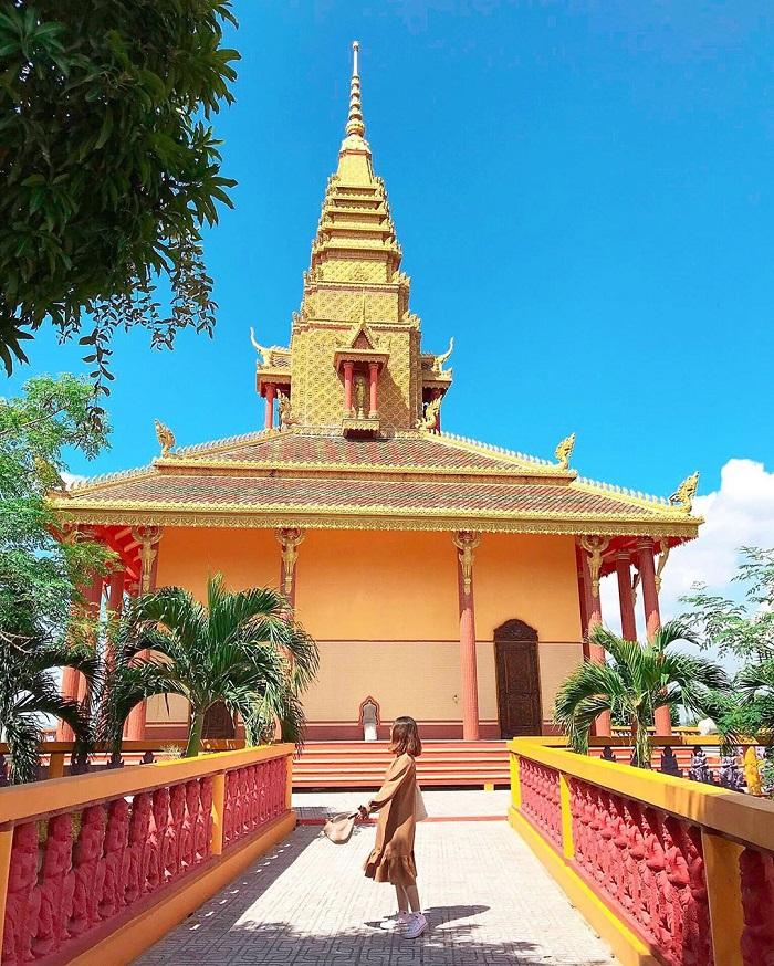 Màu sắc nổi bật của chùa Tà Pạ. Hình: Sưu tầm