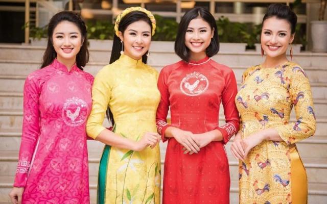 Không gì tuyệt vời hơn tà áo dài cho ngày Tết cổ truyền của dân tộc.