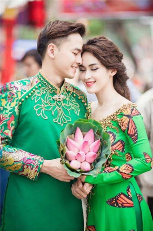 Áo dài Tết cho nam và nữ màu xanh đẹp mắt. Ảnh: Internet