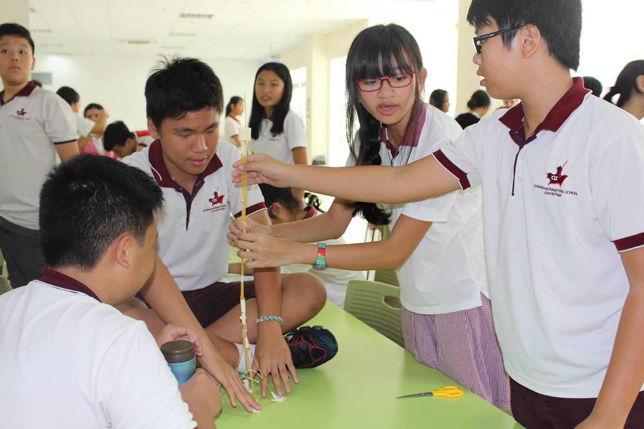 Thử thách Marshmallow đòi hỏi tính sự suy luận và tính tỉ mỉ cao. Hình: Sưu tầm