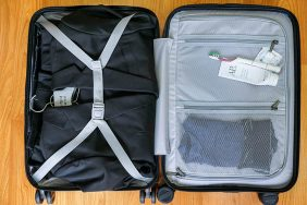 Mẹo xếp đồ vali gọn gàng tiết kiệm diện tích