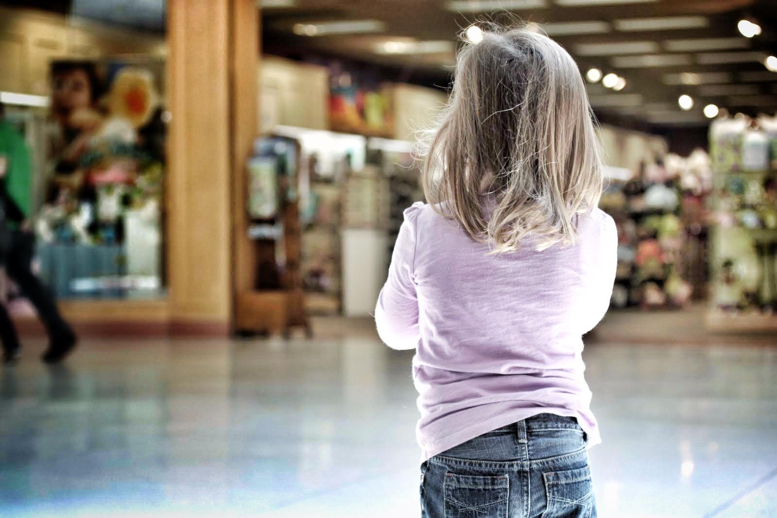 Đa số các trẻ khi bị lạc sẽ rơi vào tình trạng hoảng loạn, sợ hãi.