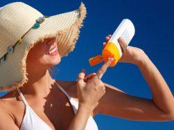 Bí quyết chăm sóc da không bị tổn thương khi đi du lịch
