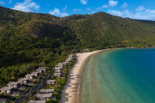 Toàn cảnh Six Senses Côn Đảo trải dài trên bờ biển xanh rì, thoáng đãng. Ảnh: Internet