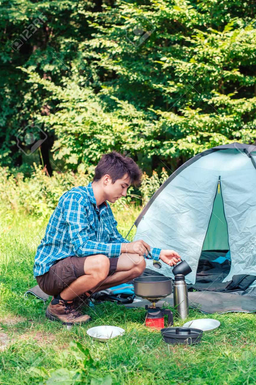 Bạn phải tự mình chuẩn bị cho camping. Hình: Sưu tầm