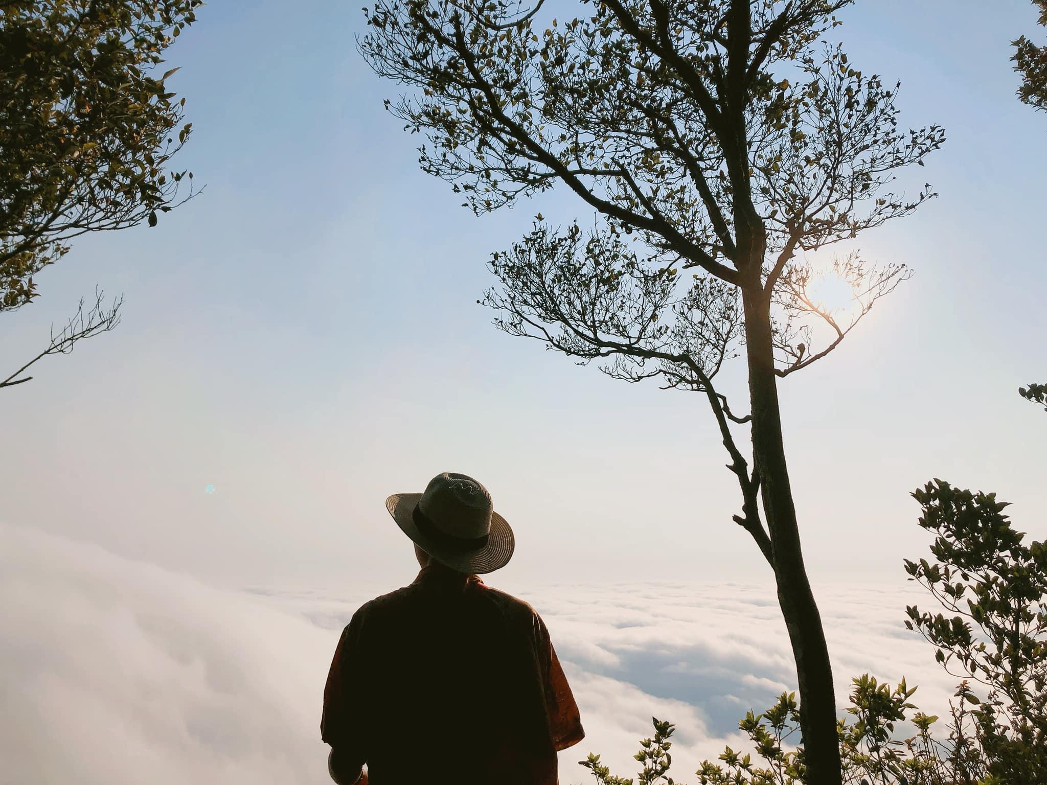 Săn mây tại Ba Vì. Hình: Tuấn Việt