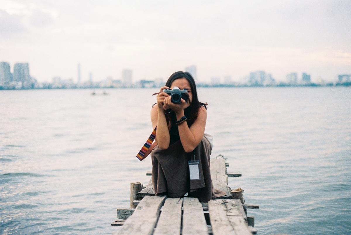 Các máy ảnh film có một ống ngắm để người dùng biết được mình sẽ chụp được những gì. Hình: @I.am.long_