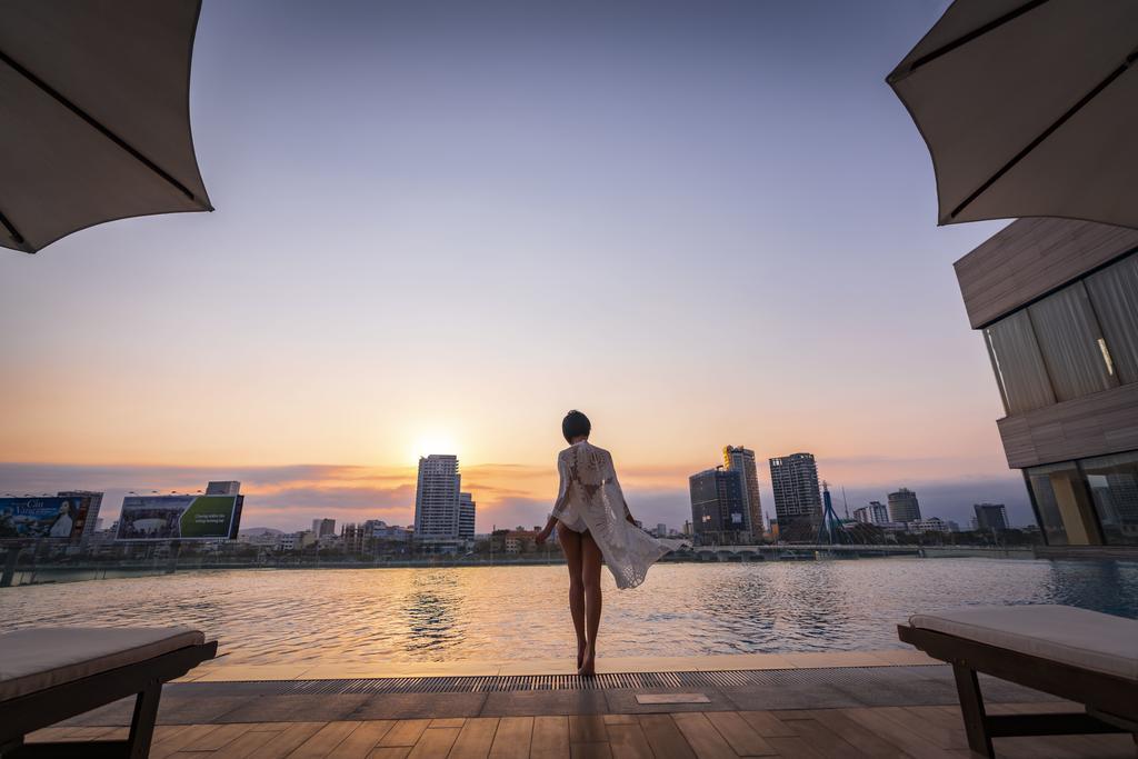 Bể bơi ngoài trời với view siêu xịn. Hình: Sưu tầm