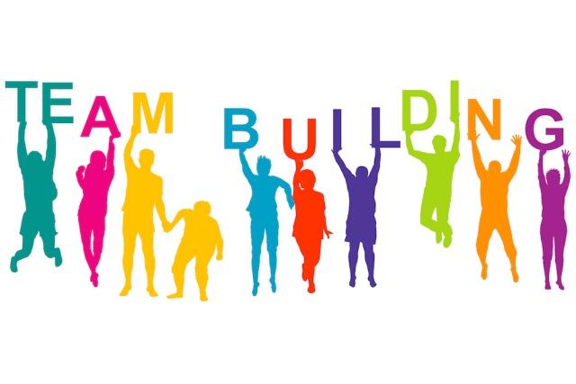 Mỗi người một màu sắc, team building giúp tất cả hài hòa hơn. Ảnh: Internet