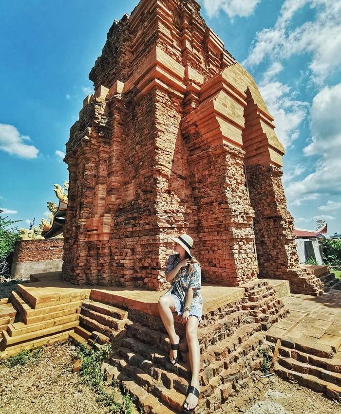 Tháp Poshanu là một tuyệt tác của dân tộc Chăm để lại cho nhân loại. Hình: Sưu tầm