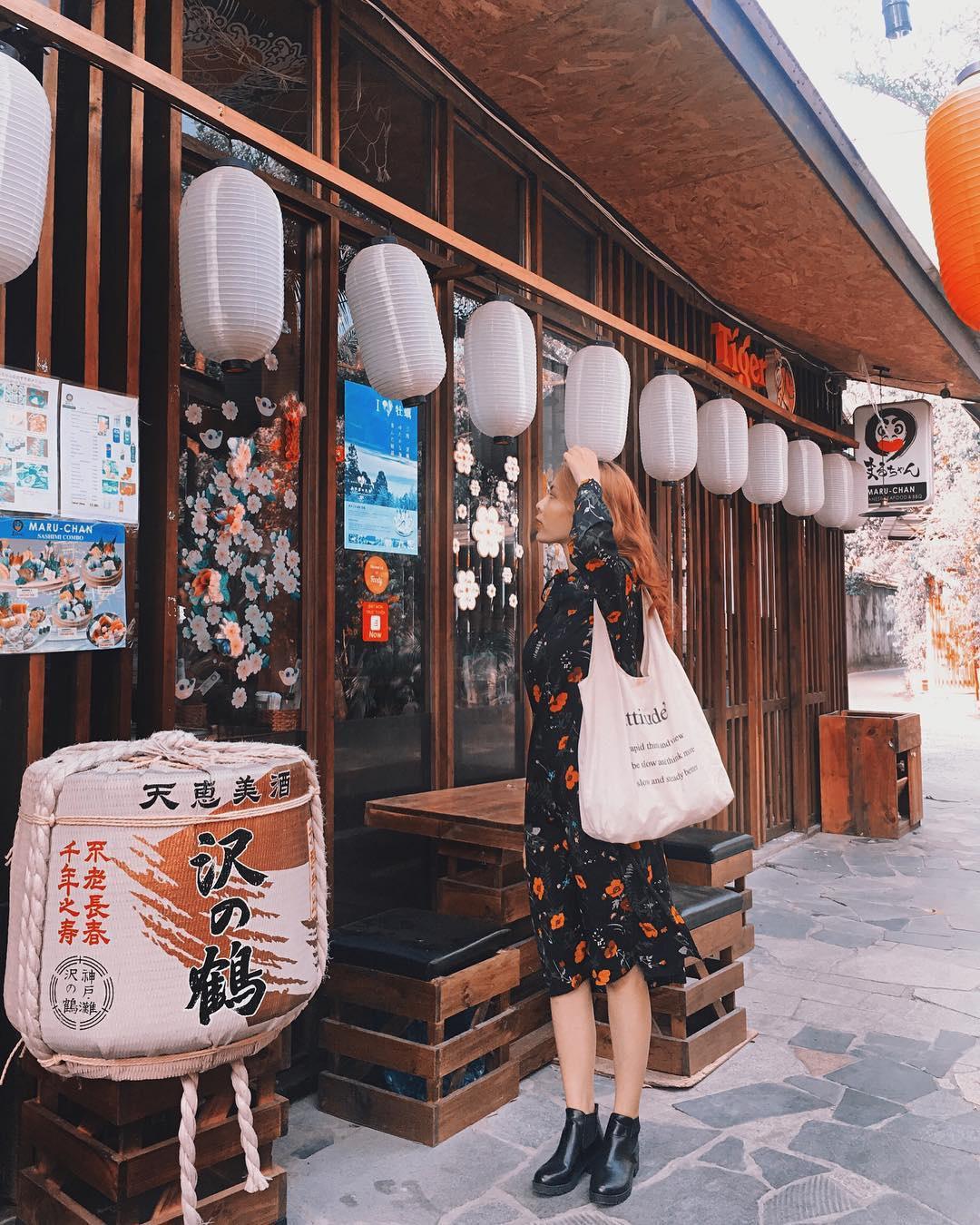 Khu Oishi Town với nhiều nhà hàng, quán ăn theo phong cách Nhật Bản. Hình: @bichhau.nbh