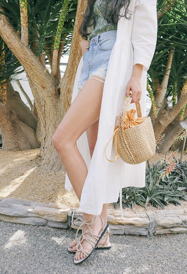 Sandal là lựa chọn hoàn hảo cho chuyến du lịch biển. Hình: Sưu tầm