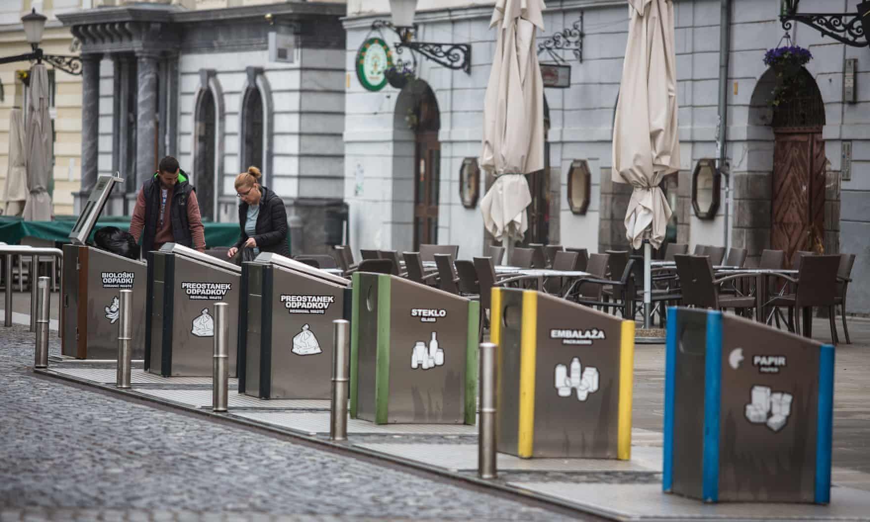 Giữ gìn vệ sinh chung tại điểm du lịch. Hình: Sưu tầm