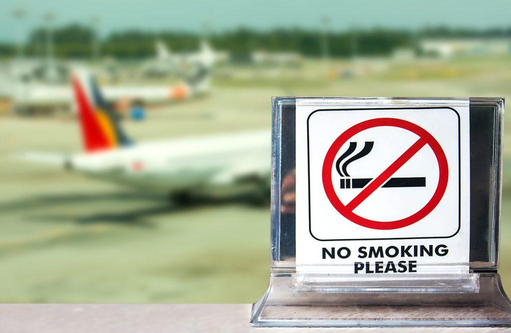 Không hút thuốc ở nơi công cộng. Hình: Sưu tầm