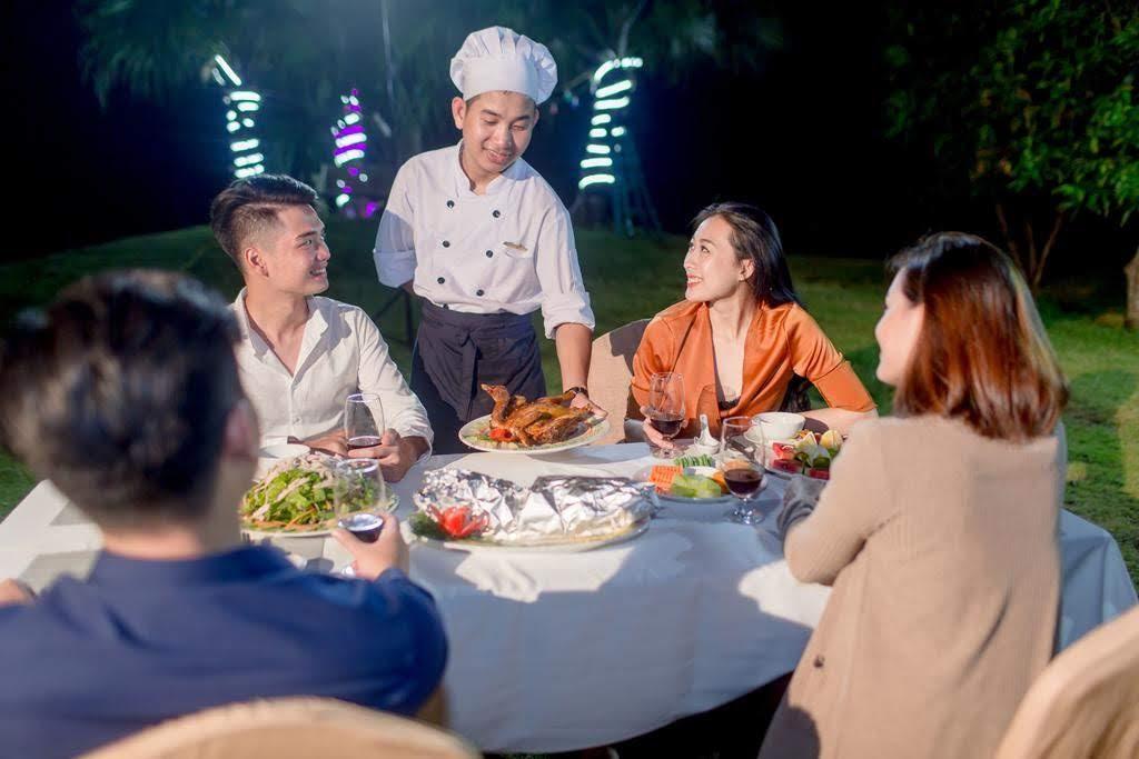 Bạn có thể tổ chức tiệc BBQ ngoài trời ngay tại Mường Thanh Safari. Hình: Sưu tầm