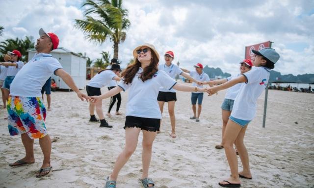 Đội nón để bảo vệ sức khỏe khi tham gia team building. Ảnh: Internet