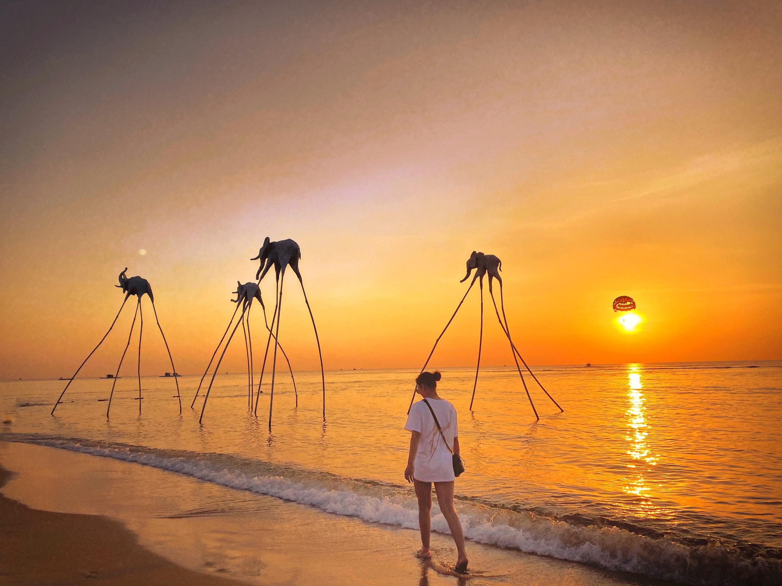 Sunset Sanato Beach Club. Hình: Sưu tầm