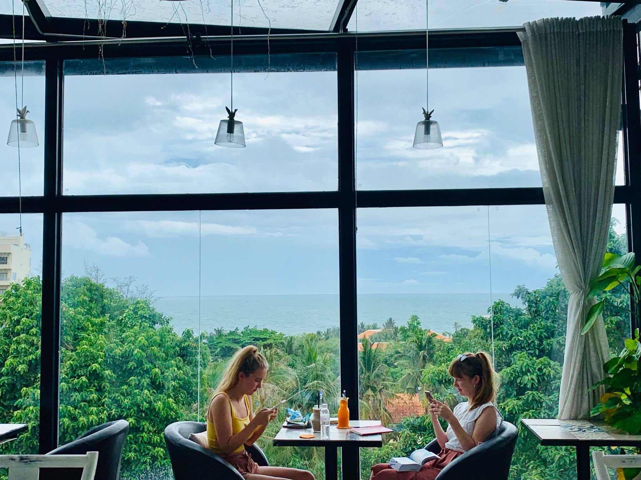 Skyline Cafe được bao bọc bởi nhiều cây xanh. Hình: Sưu tầm