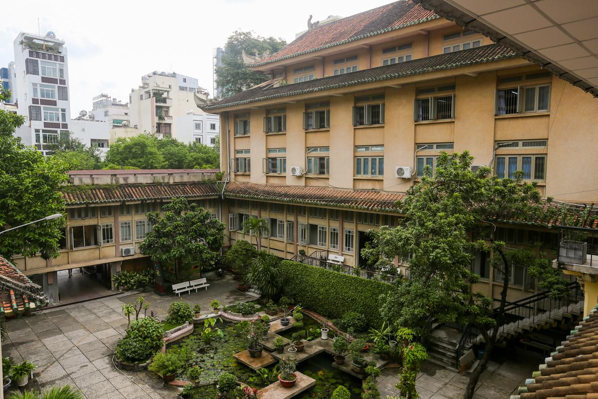 Khuôn viên xanh ngát của bảo tàng Lịch Sử Việt Nam. Hình: Sưu tầm
