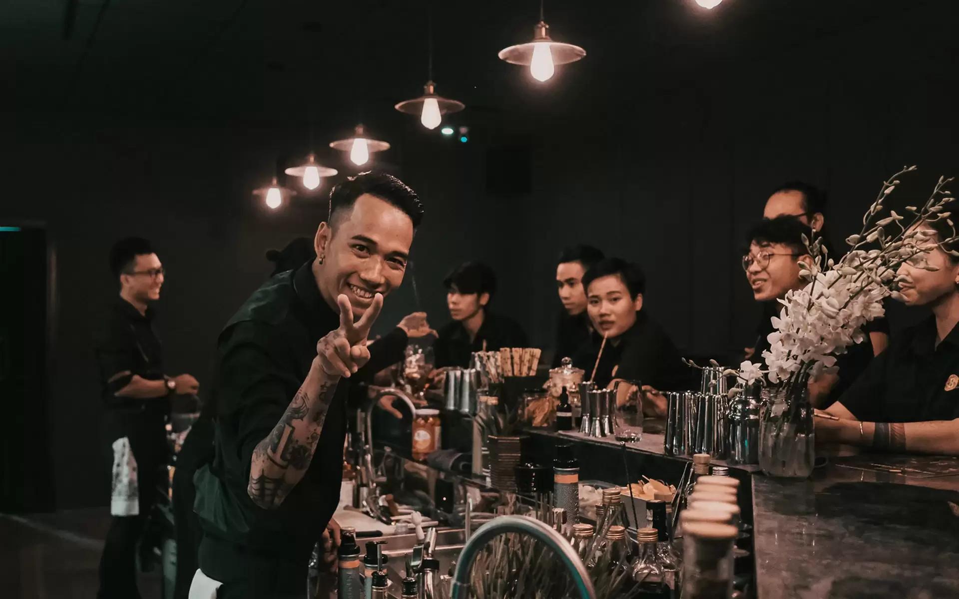 """Review top quán bar Phú Quốc """"đu đưa"""" quên lối về"""