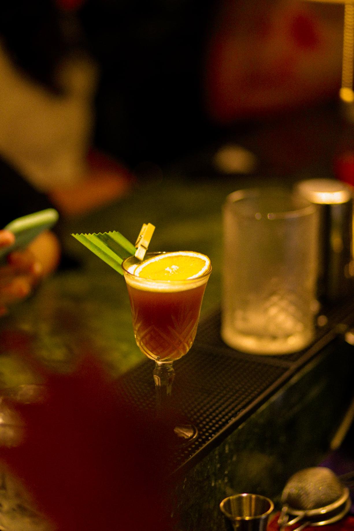 Thưởng thức Cocktail theo một cách rất riêng - Nguồn ảnh: Bittersweet - Hidden Cocktail Bar