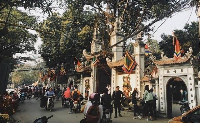 Chùa Hà có địa chỉ ở số 86 Phố Chùa Hà, phường Dịch Vọng, Cầu Giấy, Hà Nội
