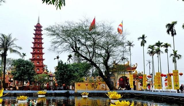 Nếu tới Hà Nội thì bạn nhất định nên ghé thăm chùa Trấn Quốc