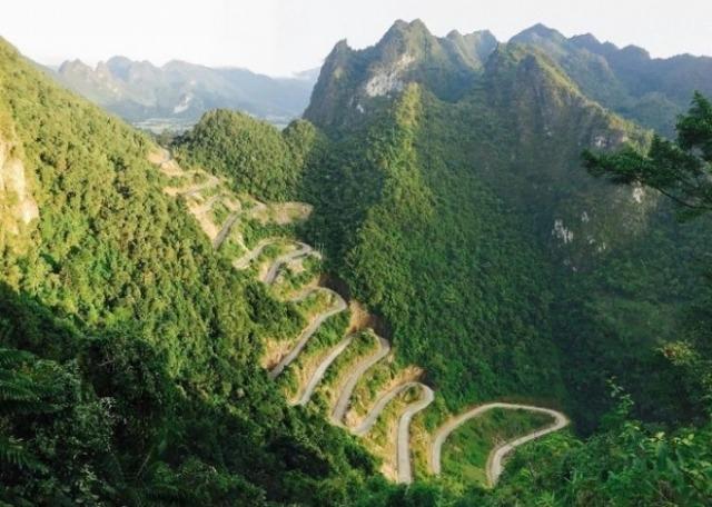 Đèo Mẻ Pia: Con đường cong uốn lượn 14 tầng thách thức bao phượt thủ