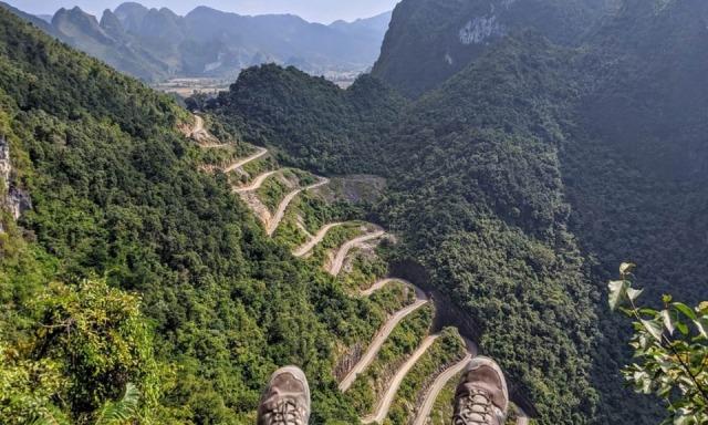 Đường đến nơi ngắm đèo Mẻ Pia vô cùng hiểm trở. Ảnh: Internet