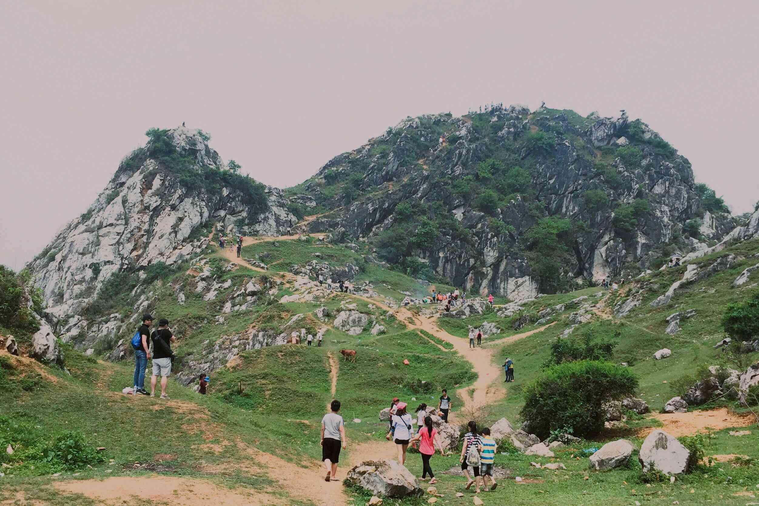 Núi Trầm - cao nguyên đá khổng lồ nổi tiếng ngoại thành Hà Nội. Hình: Sưu tầm