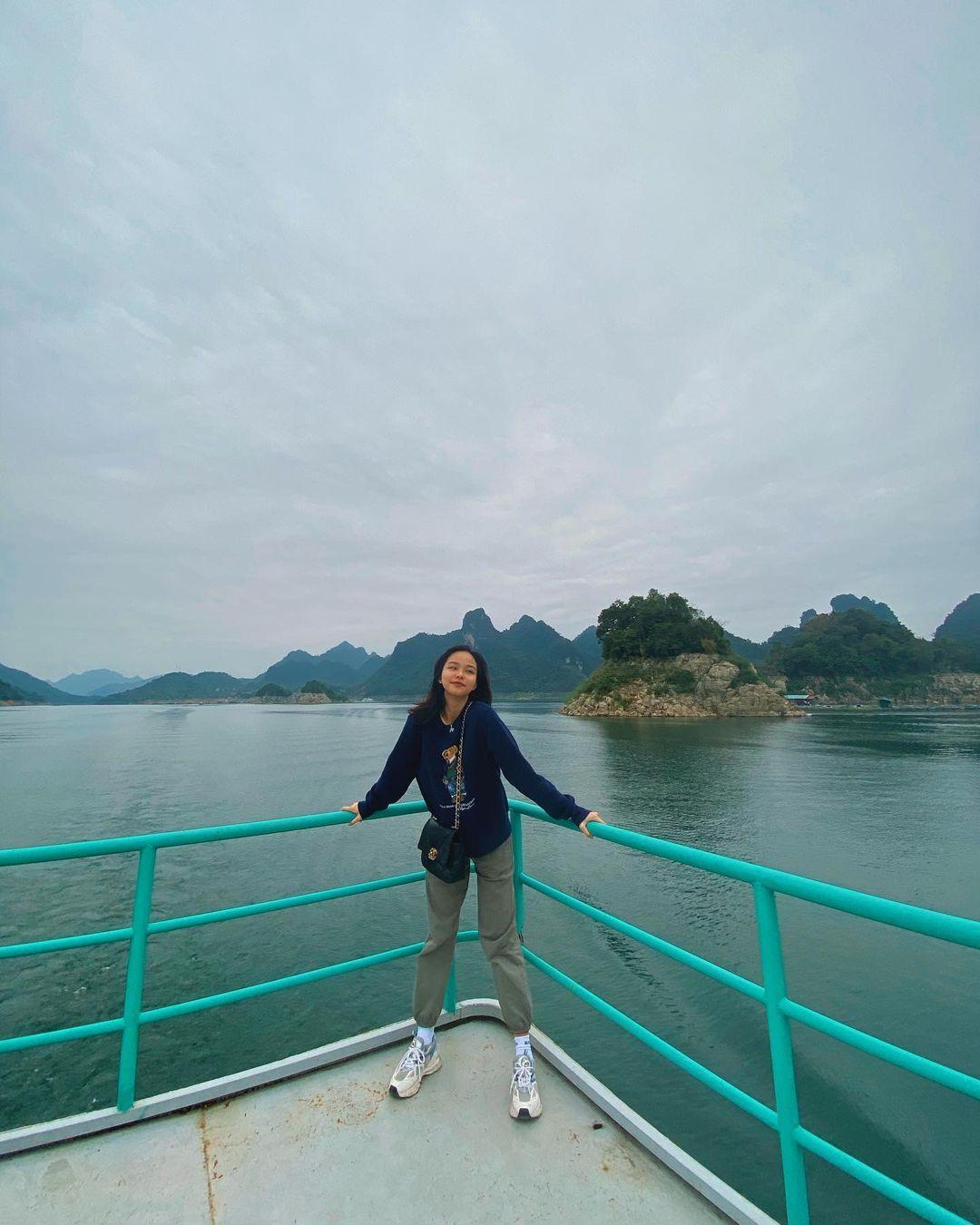 Trải nghiệm đi thuyền trên hồ ở Thung Nai. Hình: @leplnh