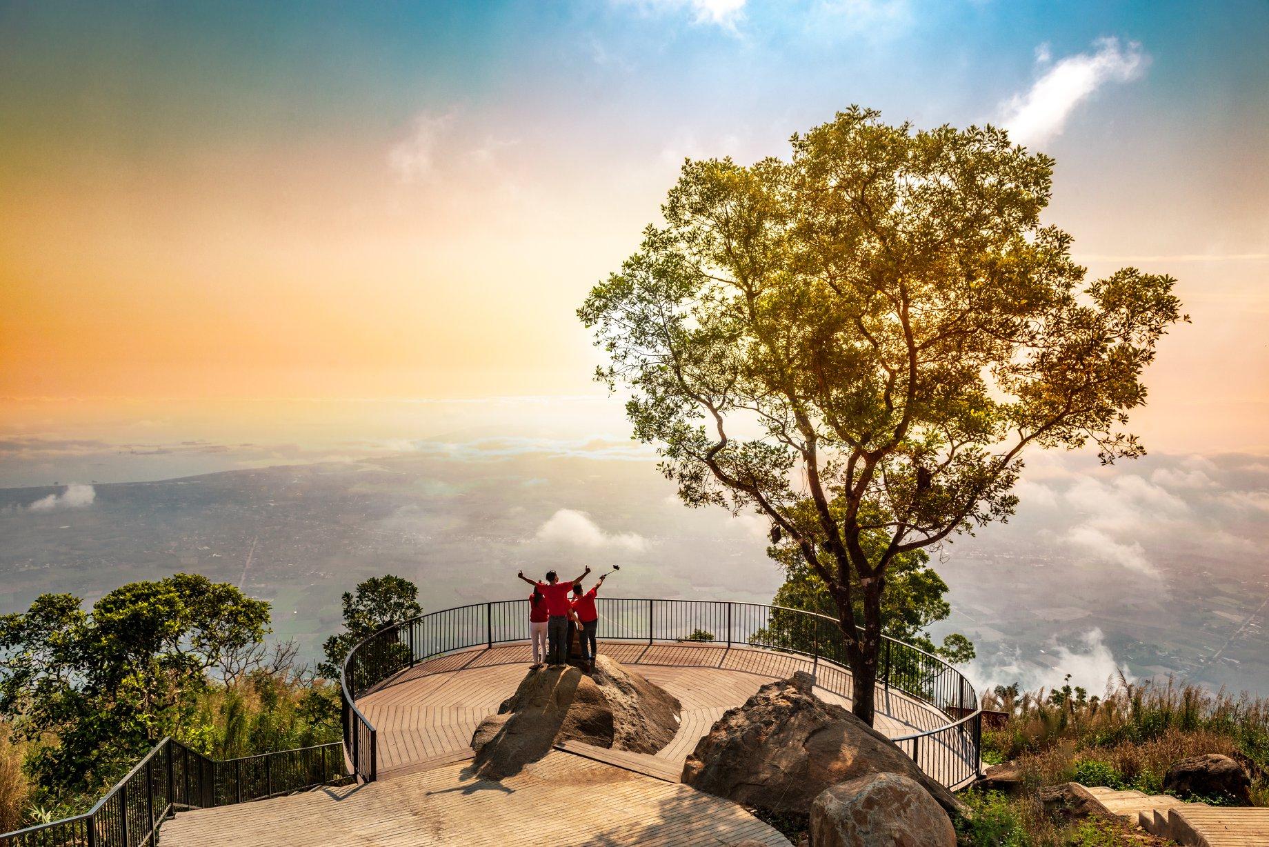 Trekking núi Bà Đen. Hình: Sưu tầm