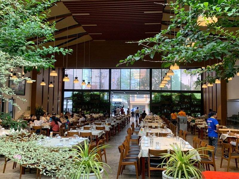 Nhà hàng Hạnh Nhung Luxury có không gian lớn, menu đa dạng hợp khẩu vị - Nguồn ảnh: Internet
