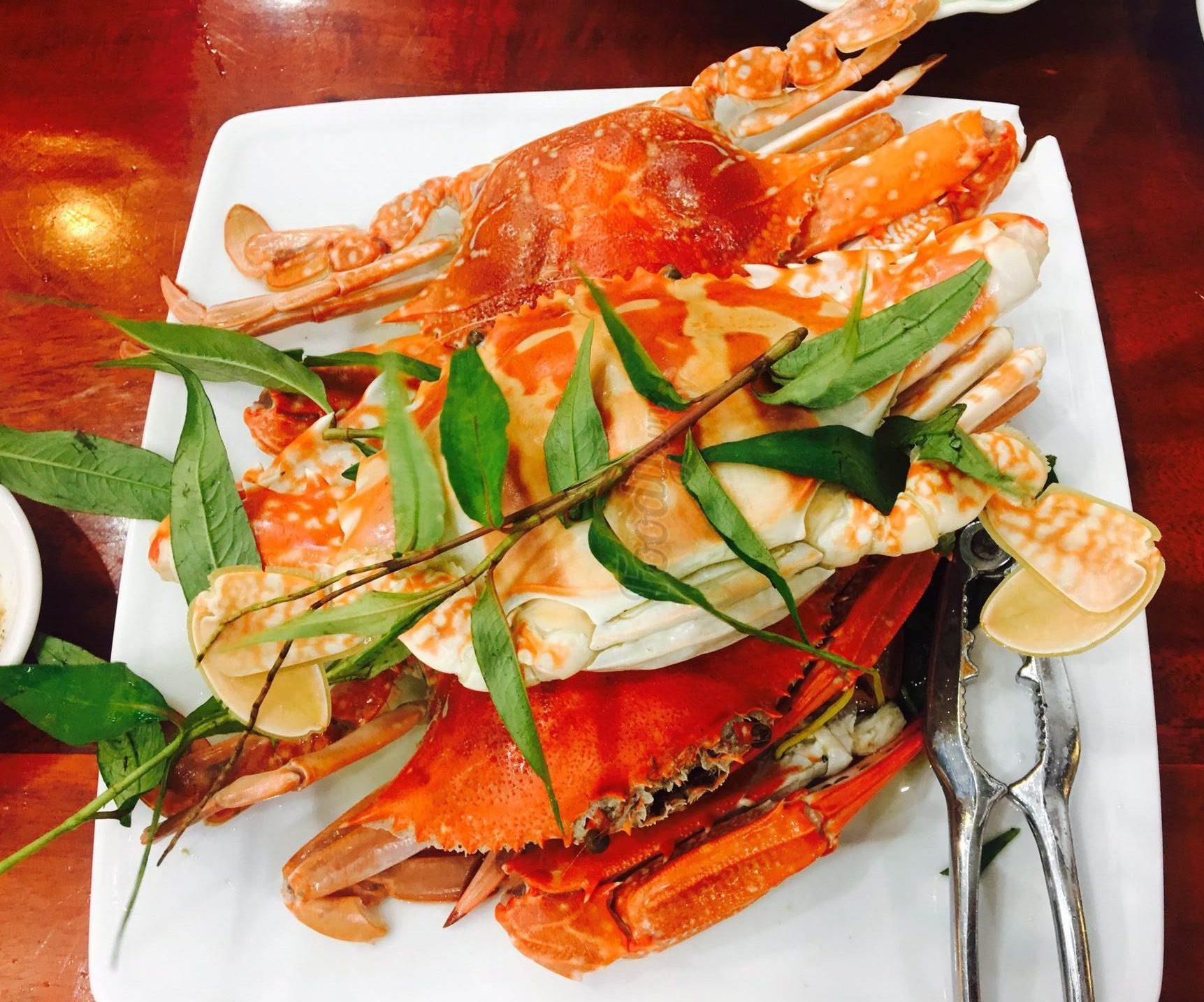 Đến với nhà hàng Ra Khơi bạn tha hồ thưởng thức những món ngon hải sản - Nguồn ảnh: Internet