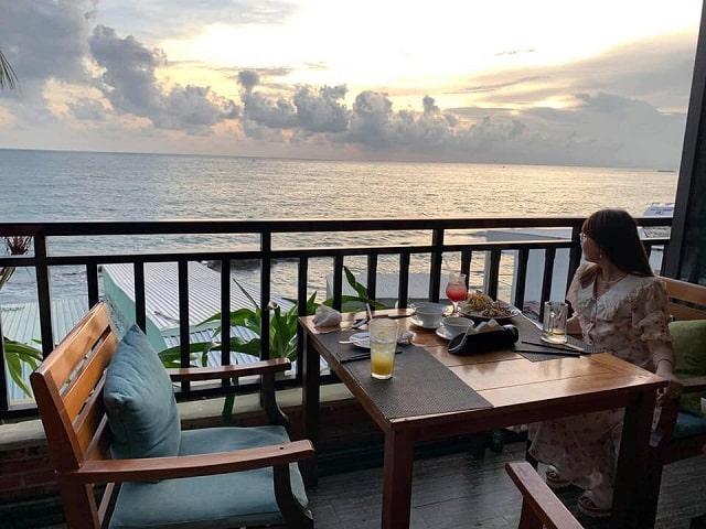 Nhà hàng Xin Chào có view ngắm biển cực kỳ lãng mạn - Nguồn ảnh: Internet