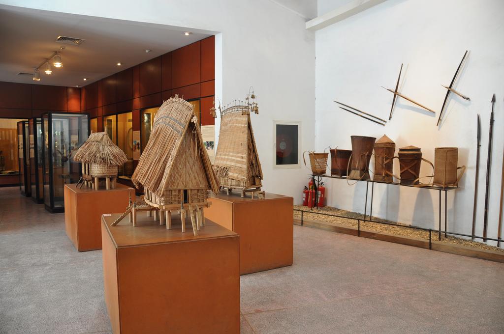 Nơi trưng bày các mô hình nhà rông của đồng bào dân tộc. Hình: Sưu tầm