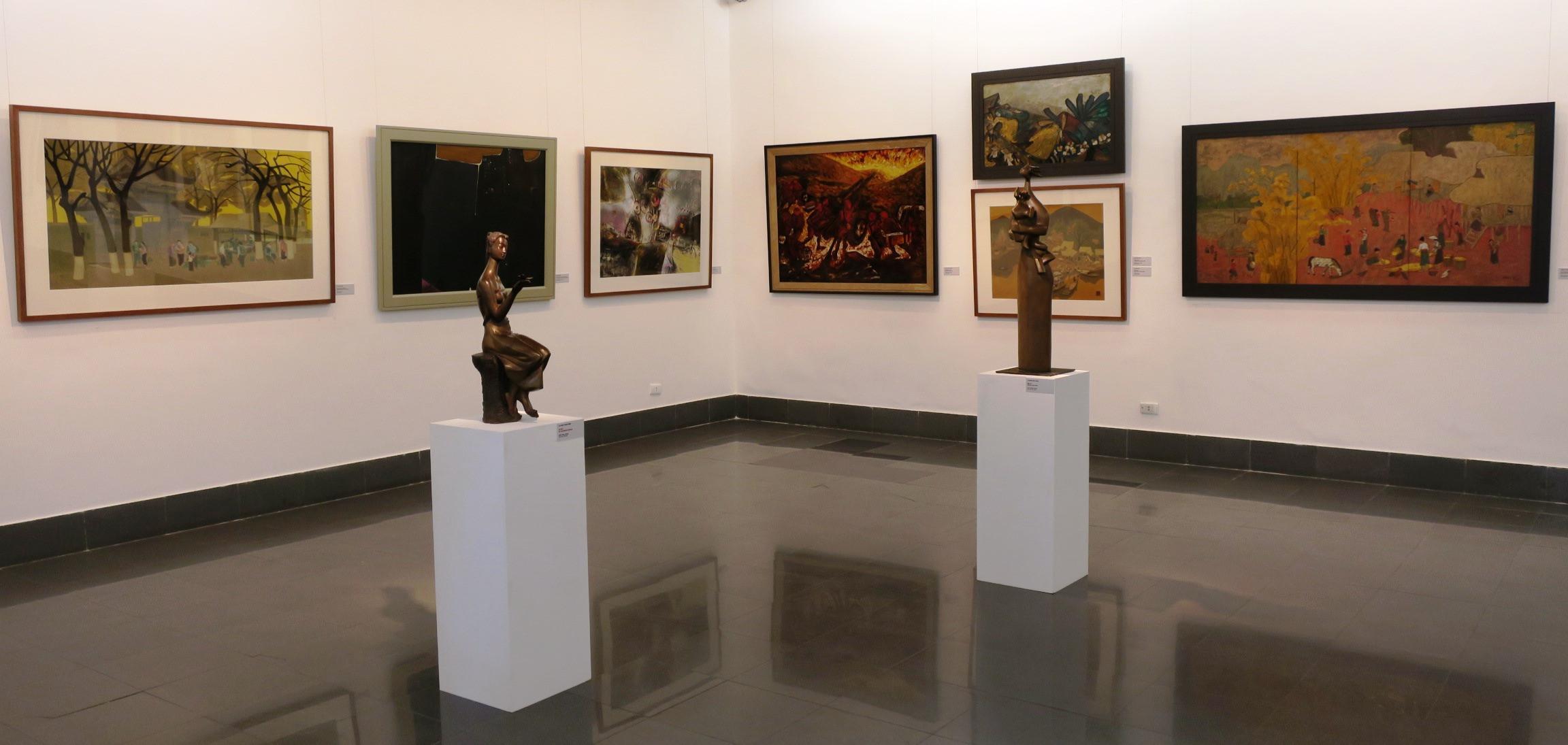 Không gian trưng bày tượng đồng, tượng đá, tượng gỗ được tạo tác công phu...Hình: Sưu tầm