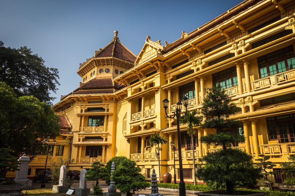 Bảo tàng Lịch sử Quốc Gia kết hợp hài hòa giữa phong cách kiến trúc phương đông với những nét đẹp kiến trúc phương tây. Hình: Sưu tầm
