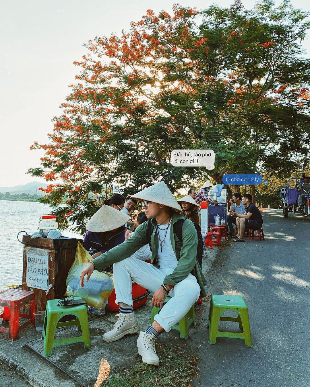 Những hàng tào phớ bên dưới chùa Thiên Mụ. Hình: @cuongkhii