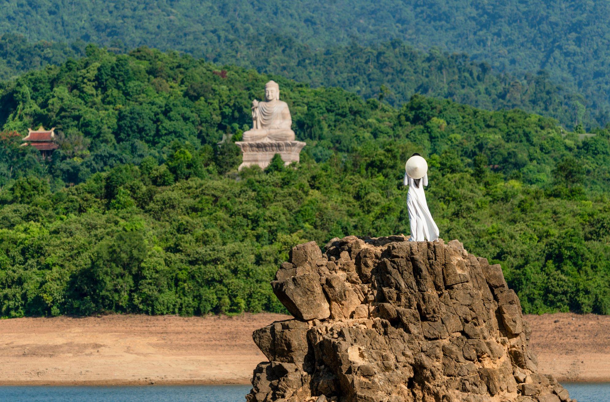 Thiền Viện Trúc Lâm là một tuyệt tác nghệ thuật của Phật Giáo. Hình: Nguyễn Phong